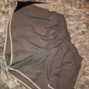 Size M gray Nike shorts!